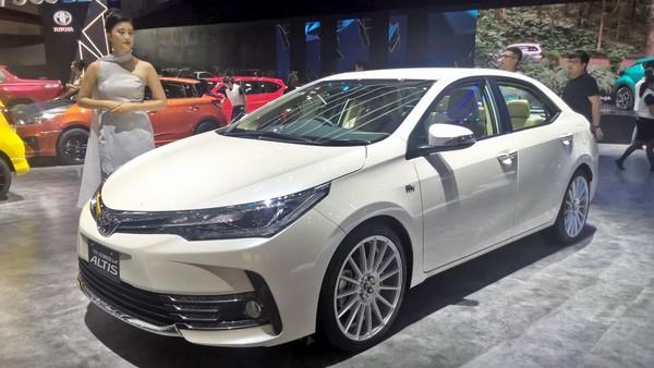 Giá xe Toyota Corolla Altis tháng 8/2018