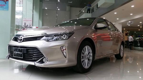 Bảng giá bán Toyota Camry mới nhất tháng 8/2018