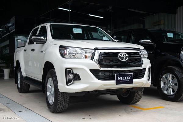 Giá xe Toyota Hilux tháng 8/2018 bất ngờ tăng