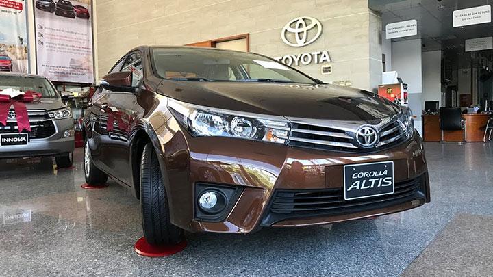 Giá xe Toyota Corolla Altis tháng 7/2018