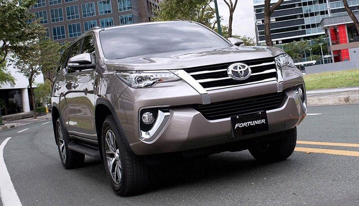 Giá xe Toyota Fortuner tháng 7/2018