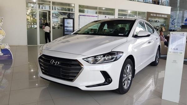 Giá xe Hyundai Elantra tháng 8/2018