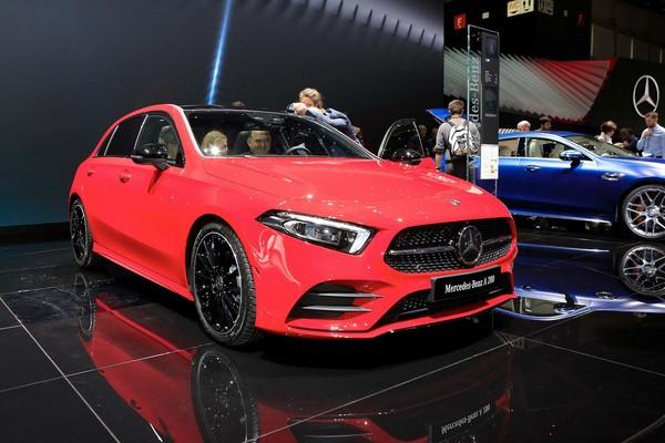 giá chi tiết dòng xe Mercedes-Benz tháng 10