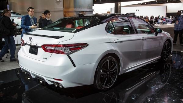 Bảng giá bán Toyota Camry mới nhất tháng 9/2018