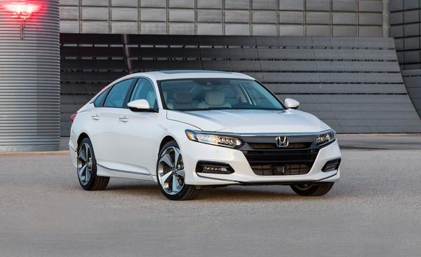 Giá xe Honda Accord tháng 9/2018