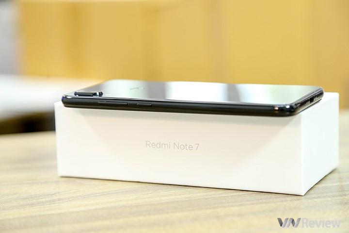 """Khui hộp Xiaomi Redmi 7 vừa """"xách tay"""" về Việt Nam kèm giá bán tại Clickbuy - 253243"""