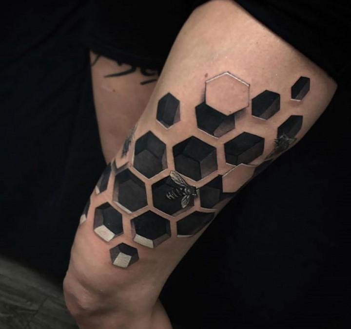 #15: Hình xăm 3D dạng tổ ong
