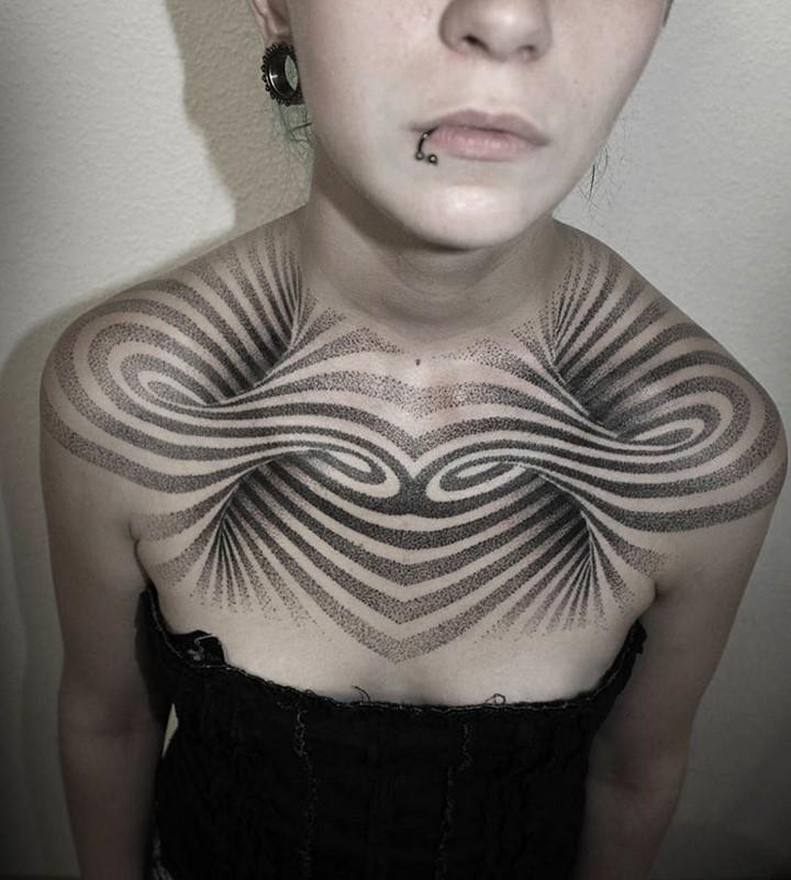 #28: Hình xăm 3D trên ngực tuyệt đẹp