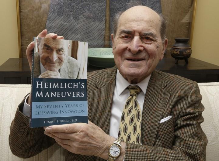 bác sĩ người Mỹ Henry J. Heimlich phát minh thủ thuật sơ cứu hóc dị vật đường thở
