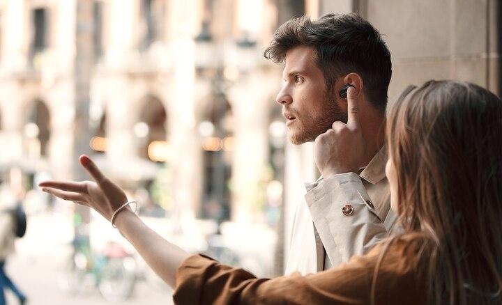 Tích hợp chế độ Chú ý nhanh (Quick Attention) để liên lạc mà không cần tháo tai nghe