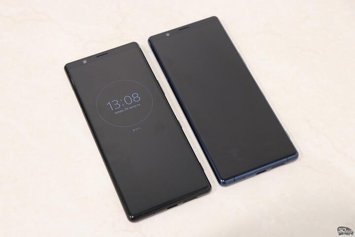 Xperia 5 sở hữu màn hình OLED có kích thước 6.1 inch, độ phân giải FullHD+ và theo tỷ lệ 21:9