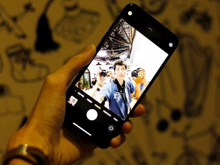 Camera trước cũng được nâng cấp lên 12MP tha hồ mà chụp ảnh selfie.