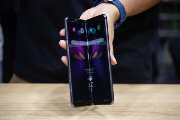 Samsung Galaxy Fold đầu tiên tại Việt Nam