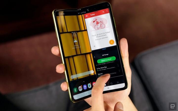 Điện thoại màn hình gập đầu tiên trên thế giới dành cho người dùng cuối