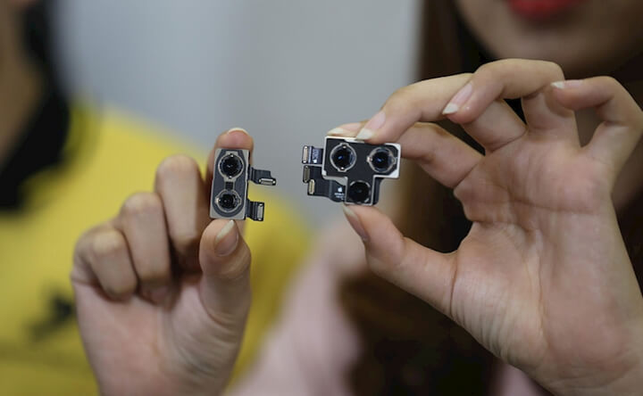 Cụm 2 camera sau của Xs Max (trái) và cụm 3 camera sau 11 Pro Max (phải)