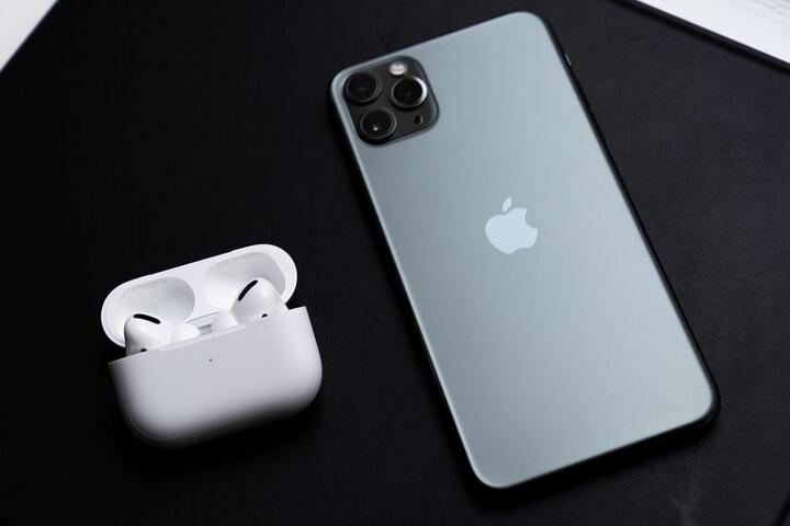 AirPods Pro và iPhone 11