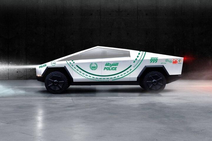 xe bán tái Tesla Cybertruck cùng với bộ tem huyền thoại decal dành cho lực lượng cảnh sát