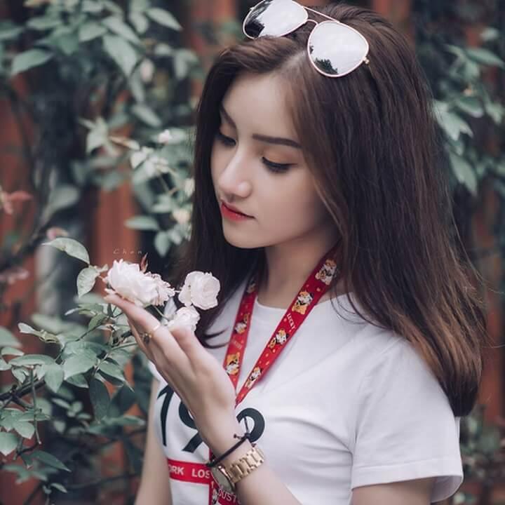 Hình ảnh girl xinh đua sắc cùng hoa
